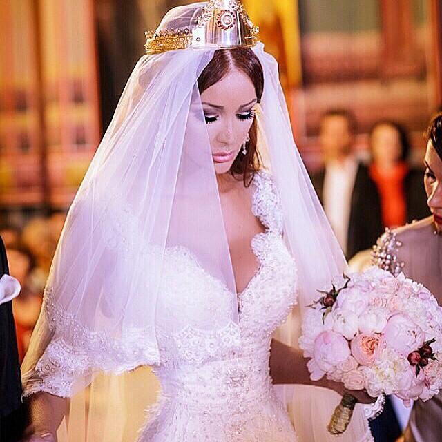 Bianca Drăguşanu se pregăteşte de căsătorie! Ce verighete a probat. FOTO