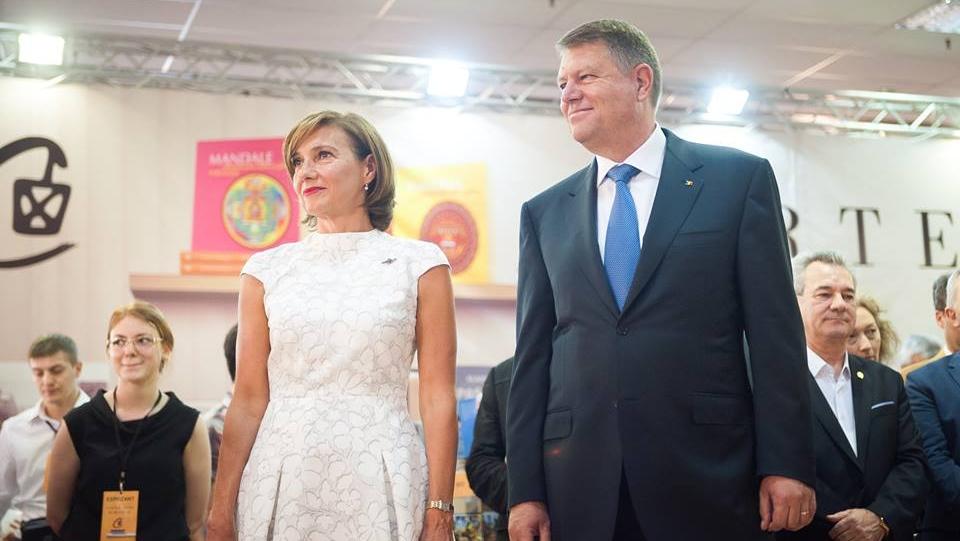 Adevărata poveste de dragoste dintre Carmen și Klaus Iohannis. Ce a făcut președintele pentru a avea mai mult succes la femei
