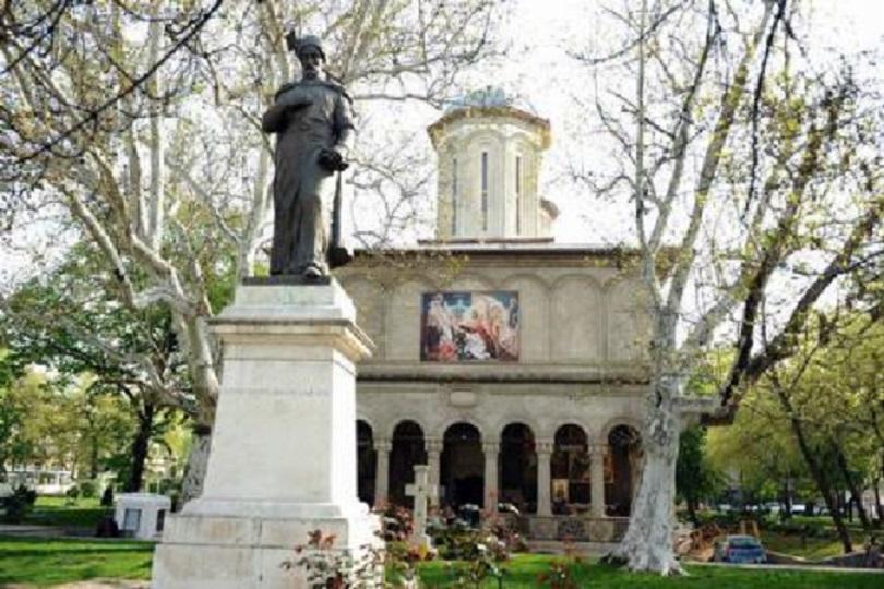Mâna dreaptă a Sfântului Nicolae se află la biserica Sfântul Gheorghe Nou din centru Bucureștiului, dăruită de voievodul primei uniri, Mihai Viteazul