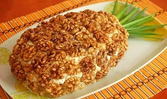 Salata Ananas va da un aspect exotic mesei de Revelion și va stârni pofta de mâncare a invitaților