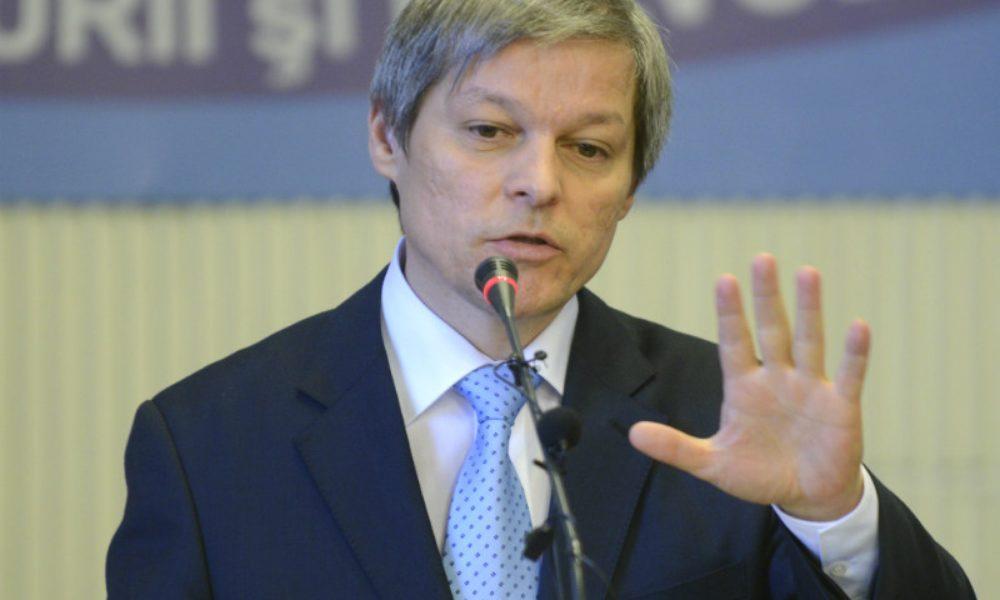 Dacian Cioloş, în timpul unui discurs