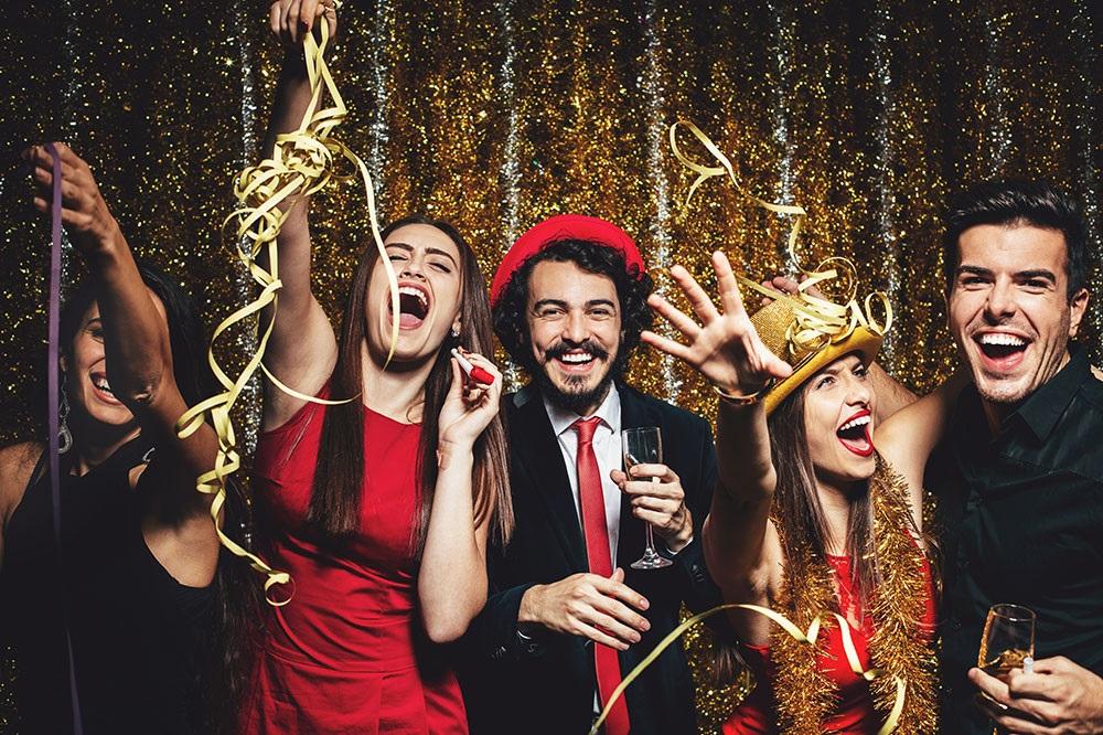 Tu ce faci de Revelion 2019? 10 idei despre cum să-ți petreci noaptea dintre ani