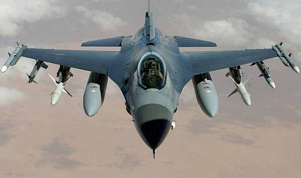 Aşa arată aeronava F 16 Falcon. Avionul, în zbor