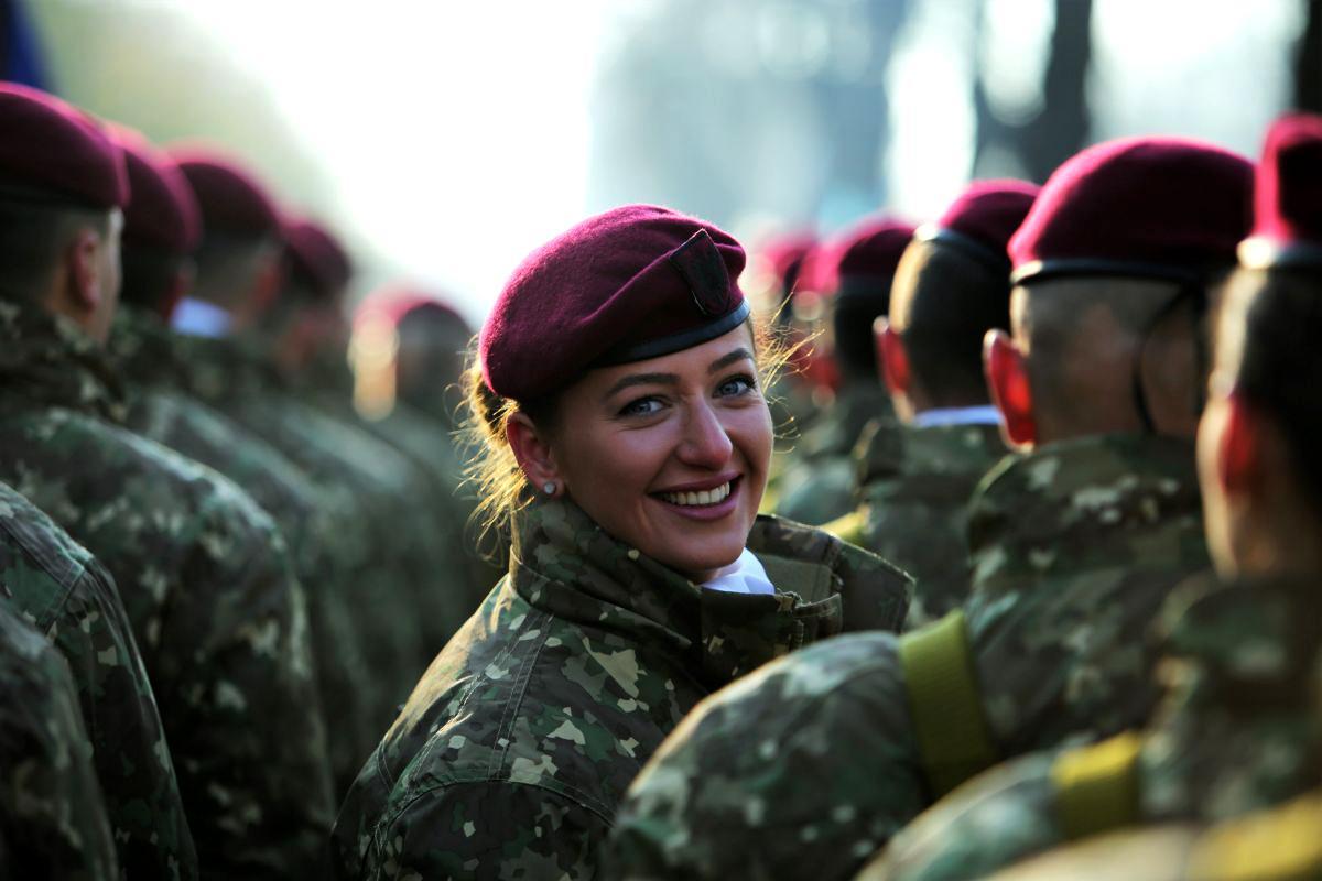 parada 1 decembrie bucuresti cele mai frumaose femei in uniforma