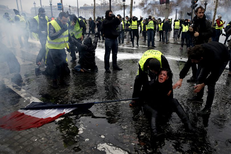 Incidente grave la Paris! MAE, avertisment de călătorie în Franța! UPDATE: 514 de persoane reținute preventiv