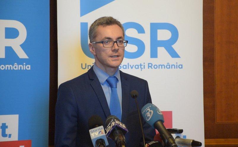 Stelian Ion, deputatul USR, care îl atacă pe Florin Iordache, în timpul unui discrus