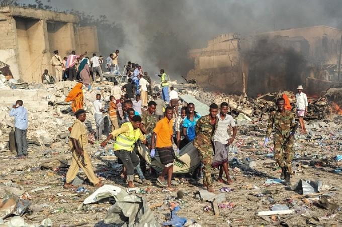 Crăciunul nu are voie să mai aline din durerea și disperarea somalezilor, terorizați de războiul civil care durează de peste 30 de ani! Pierderile de vieți omenești depășesc 6 milioane de suflete...