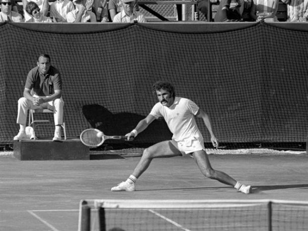 Ion Țiriac pe terenul de tenis