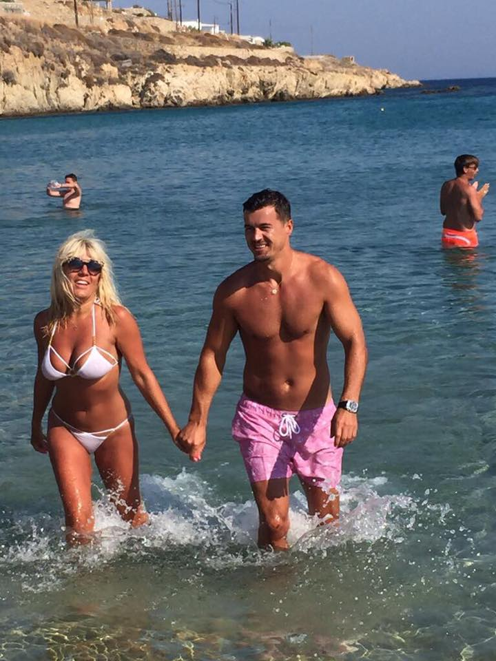Elena Udrea, la plajă în Grecia, alături de Adrian Alexandrov