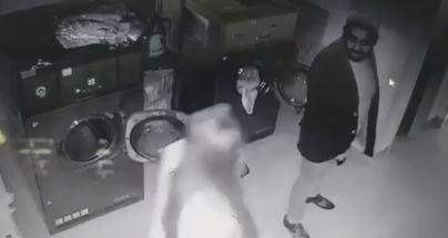 Femeie bătută cu bestialitate într-o spălătorie! Imagini VIDEO revoltătoare