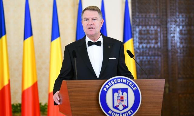 """""""(...) Așadar, prima concluzie! Aceste remanieri nu sunt făcute pentru o mai bună guvernare, ci pentru ochii lumii. În așa fel nu voi fi de acord să se continue.Nu sunt de acord cu acest circ pe post de Guvern. (...) PSD, sub Dragnea, nu este capabil de guvernare"""", a conchis președintele României, Klaus Iohannis."""