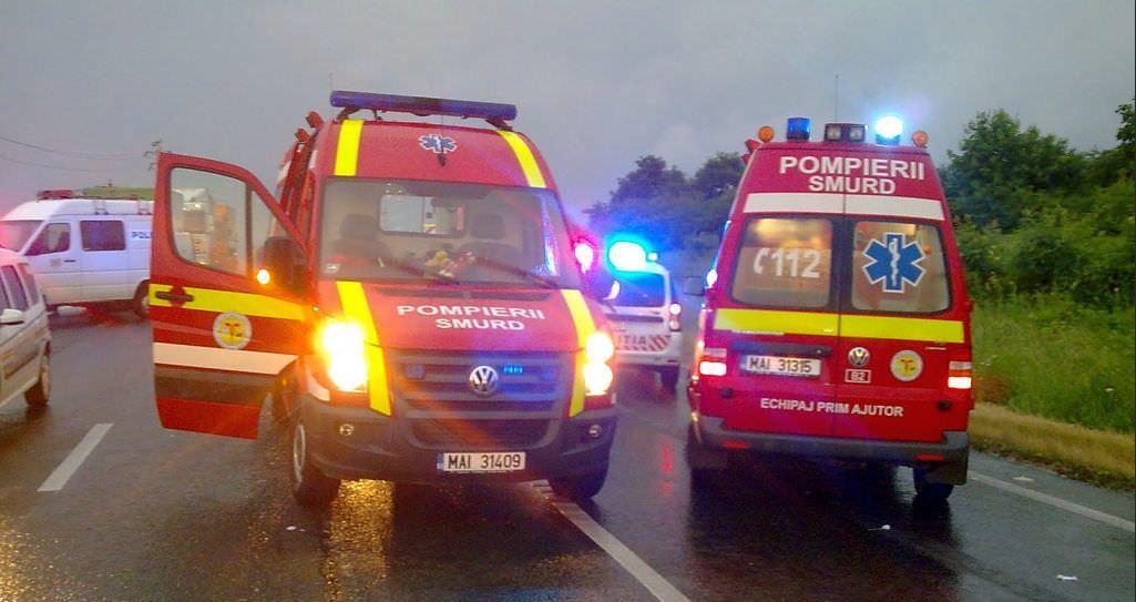 Microbuz răsturnat într-un șanț, în a doua zi de Crăciun: 6 oameni au fost rănite