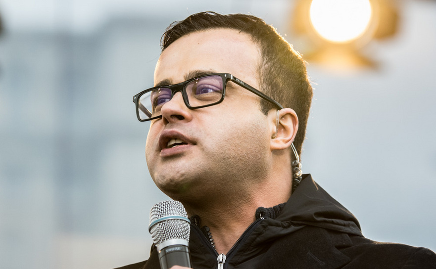 """Mihai Gâdea, în lacrimi înainte de sărbători: """"Se zbate pe un pat de spital"""""""