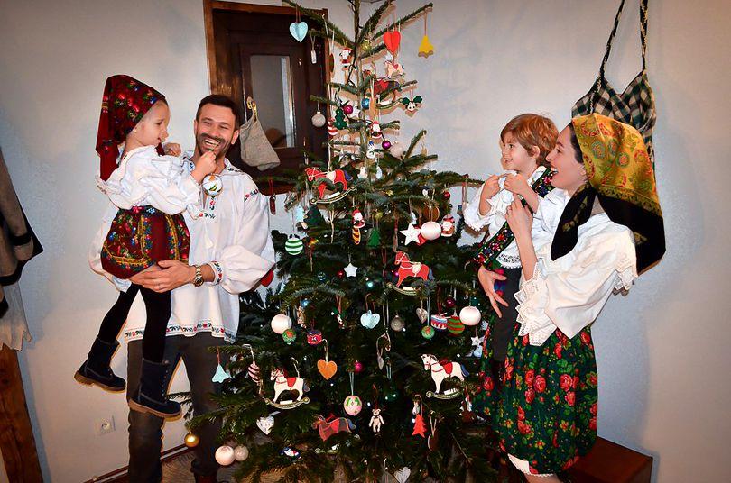 Nicolai Tand, moroșan 100%! Bucătarul își îmbracă toată familia în port popular de Sărbători!