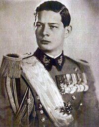 Fotografie cu Regele Mihai în tinereţe, îmbrăcat în echipament militar