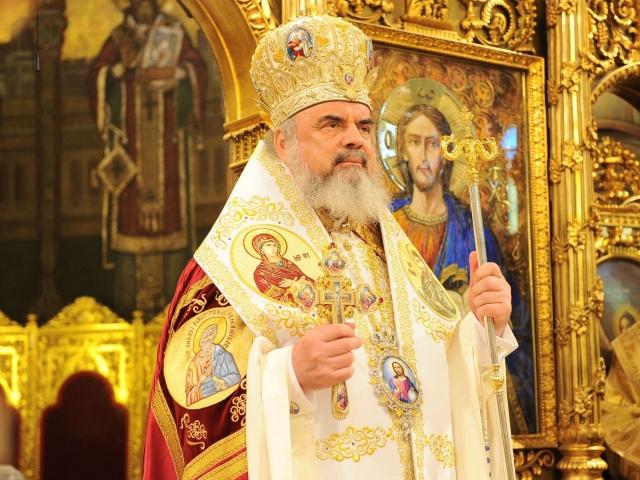 Patriarhul Daniel în timpul slujbei de sfinţire a Catedralei Mântuirii Neamului