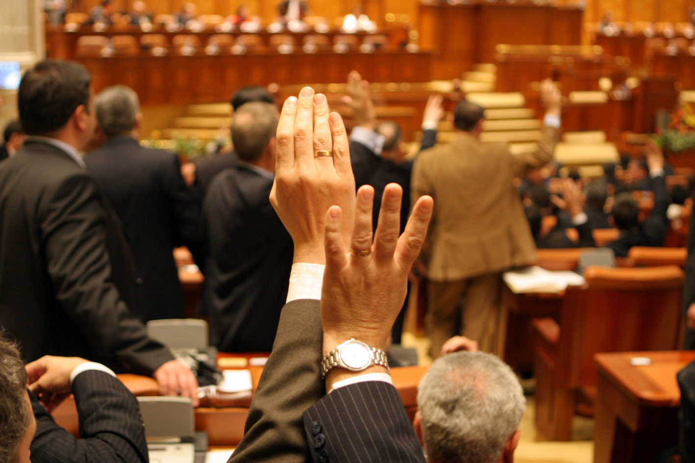 Pensiile speciale și salariile parlamentarilor au crescut! Reacția arogantă a lui Florin Iordache