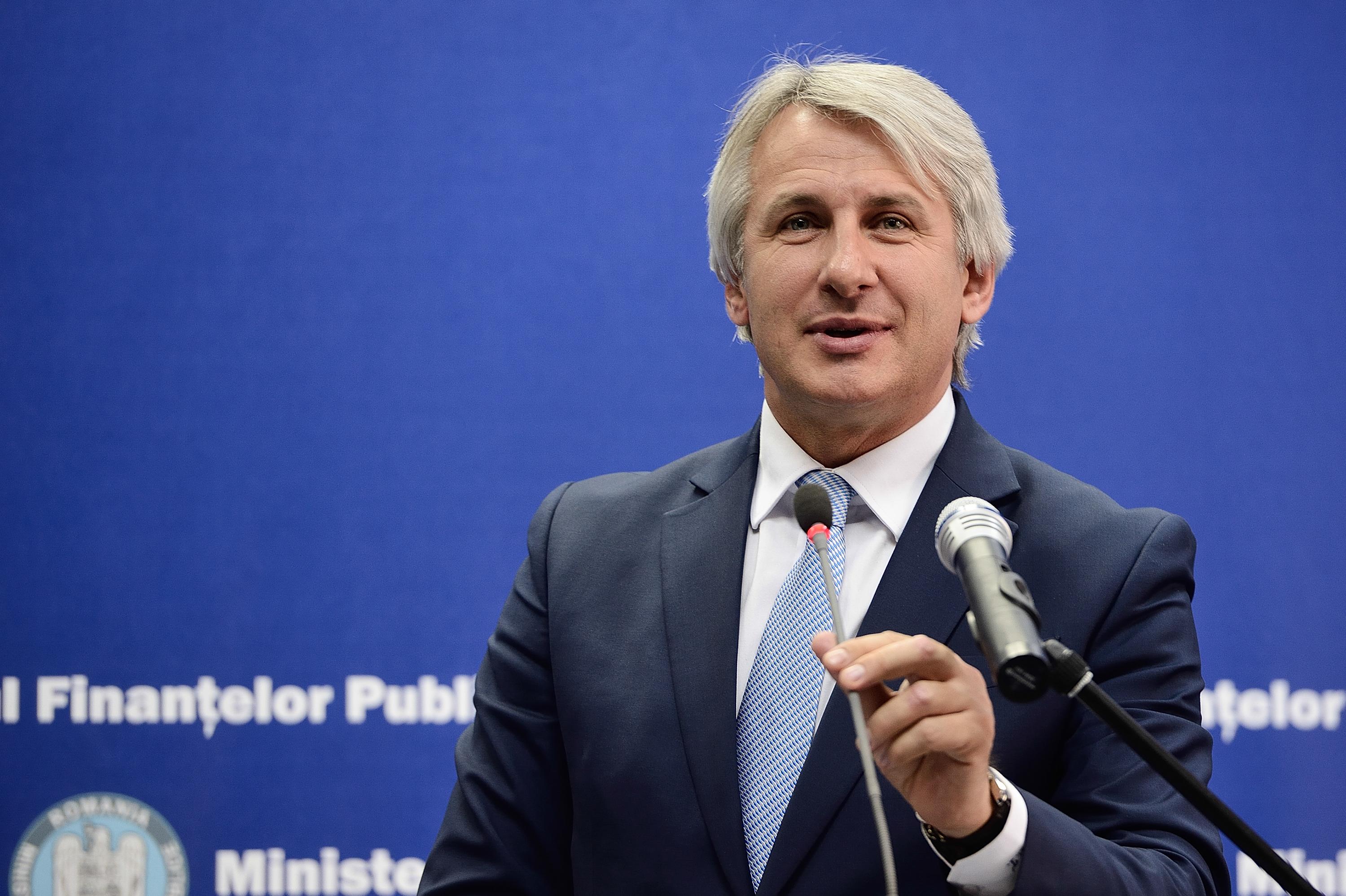 Eugen Teodorovici, ministrul Finanţelor Publice, participă la o declaraţie de presă