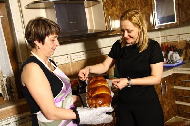 Rețeta de cozonac pufos a Elenei Lasconi vine tocmai din Bucovina și nu are în componență decât 10 gălbenușuri de ou