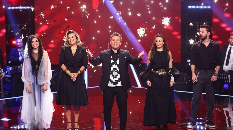 Pavel Bartoş alături de finaliştii de la Vocea României
