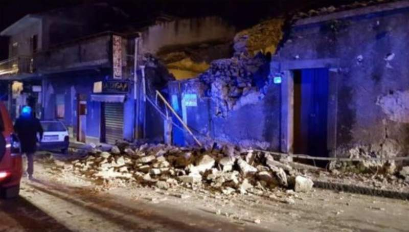 Cutremur cu magnitudine 4,8 în Italia, după erupția vulcanului Etna