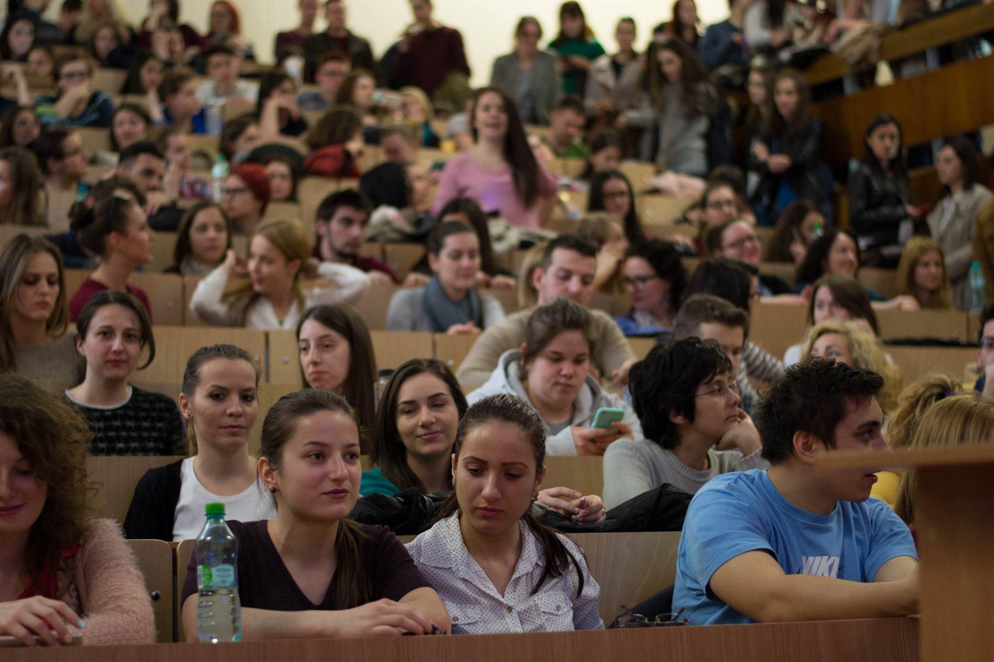 Câți studenți plătesc 5.000 de euro/an ca să învețe Medicina în România