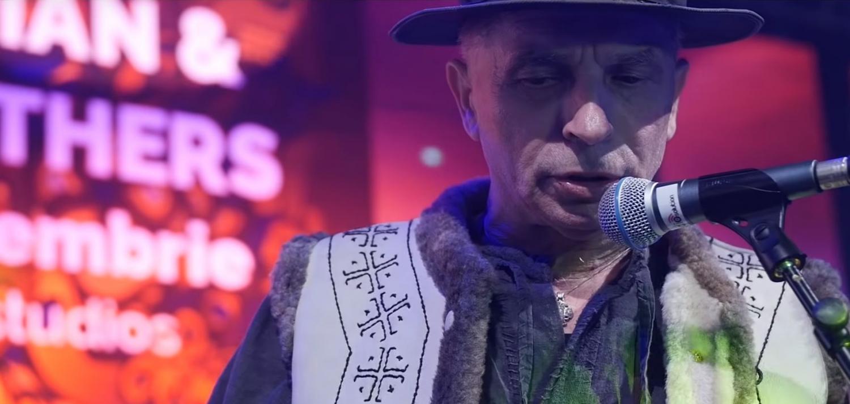 """Grigore Leșe a încins atmosfera în Fratelli Studios, un club de fițe din București, dar fanii nu prea au """"gustat"""" prestația sa și l-au taxat aspru pe artist. Leșe a făcut un scandal monstru în timpul unu spectacol din localitatea sa natală, Târgu Lăpuș."""