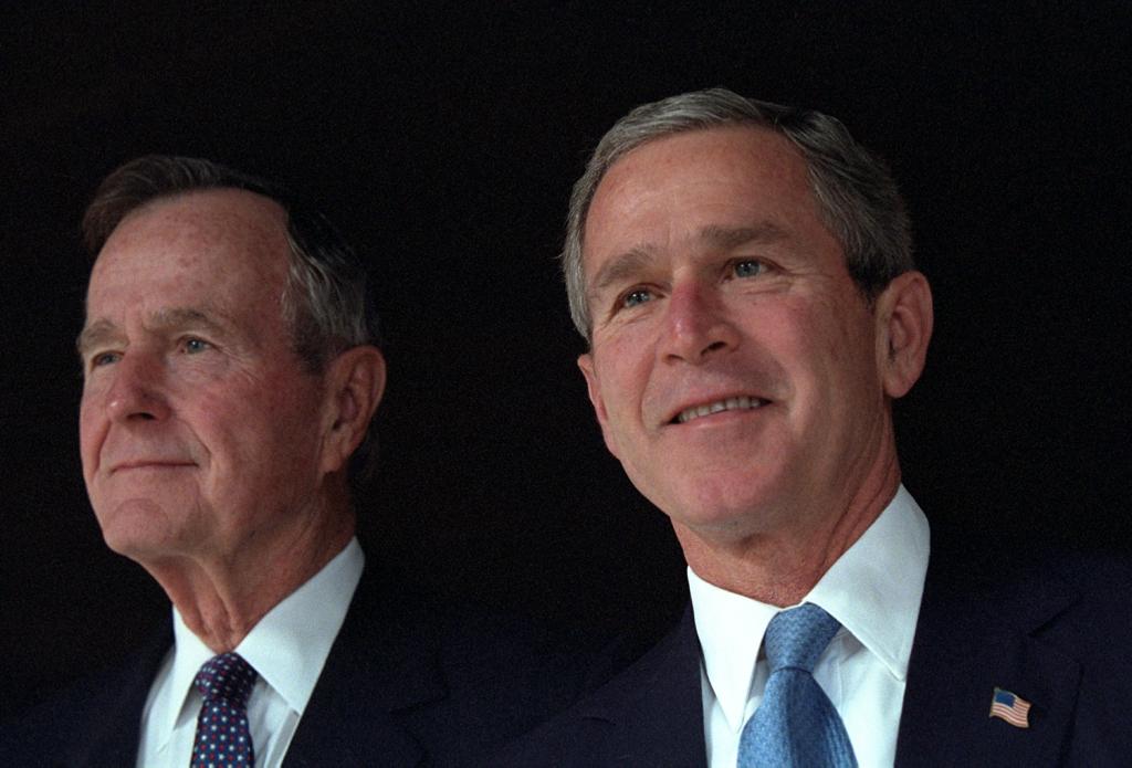 George Bush, alături de George W Bush