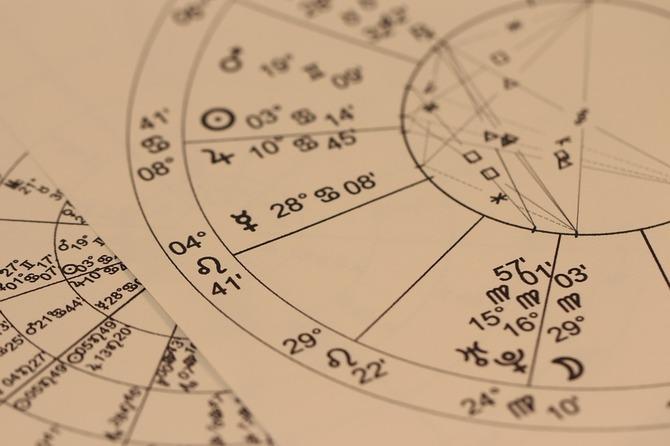 Horoscop Urania pentru perioada 18-21 decembrie 2018. Berbecii au revenit cu picioarele pe pământ!