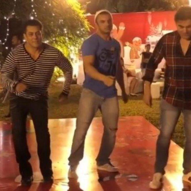 Salman Khan la petrecerea de Crăciun, dansând