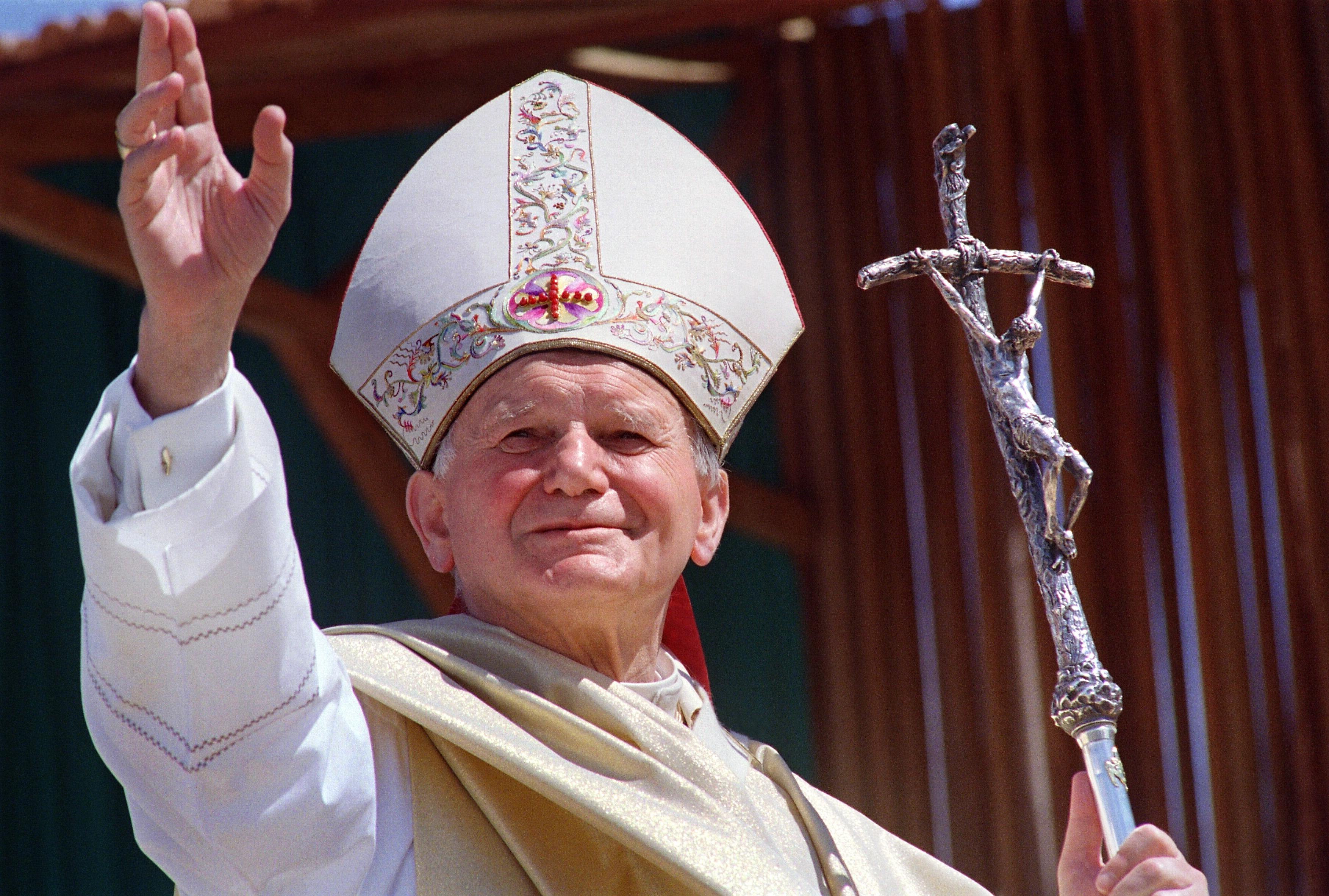 Papa Ioan Paul al II-lea a fost atât de impresionat de o poezie-rugăciune a lui Mihai Eminescu încât a recitat-o la Vatican. Învaț-o și spune-o în fiecare seară!