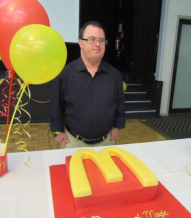 Povestea bărbatului cu sindromul Down care a lucrat timp de 32 de ani la McDonald's