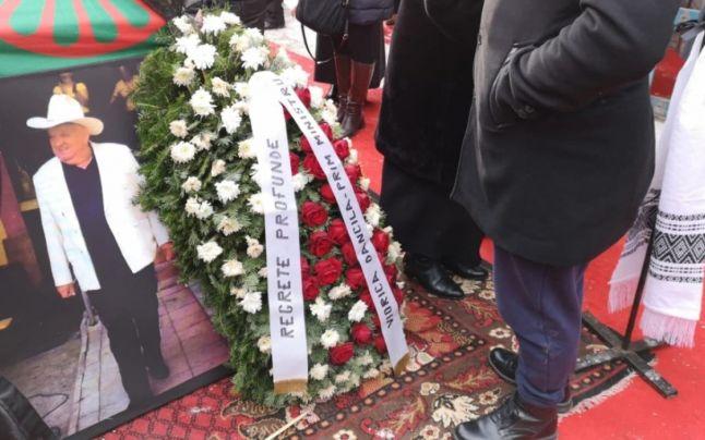 Înmormântarea Bulibașei din Gilău. Ce a scris Viorica Dăncilă pe coroana lui Rudolf Varga