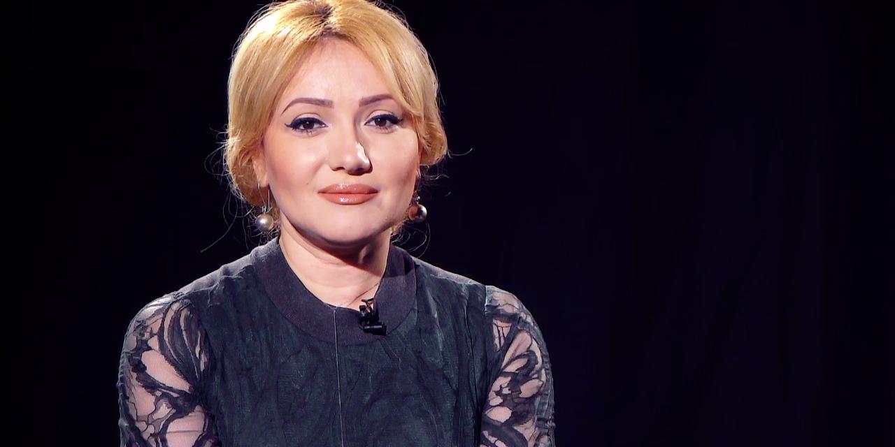 Adriana Ochișanu, cântăreața de muzică populară care a căzut în gol cu liftul 4 etaje