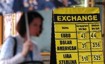 Alertă la casele de schimb valutar! La cât a ajuns cursul euro joi, 10 ianuarie