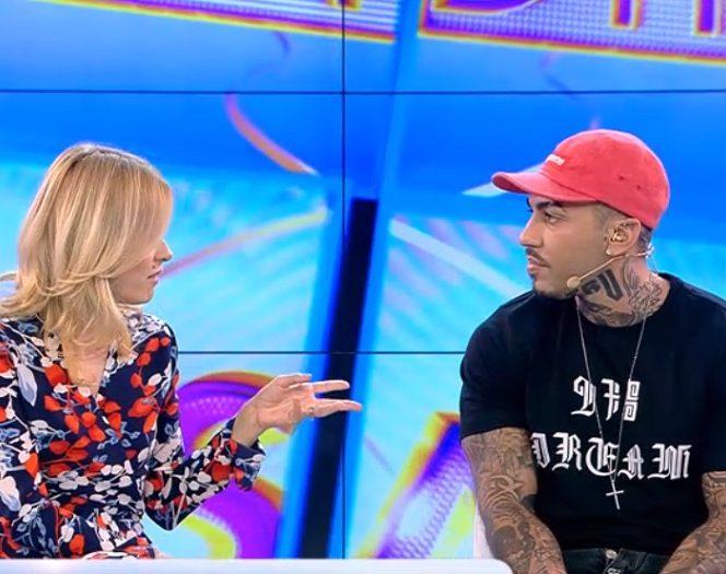 Alex Velea, alături de Simona Gherghe, în platoul emisiunii Acces direct, de la Antena 1
