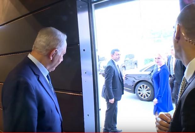 Benjamin Netanyahu a condus-o pe Viorica Dăncilă până la mașina oficală