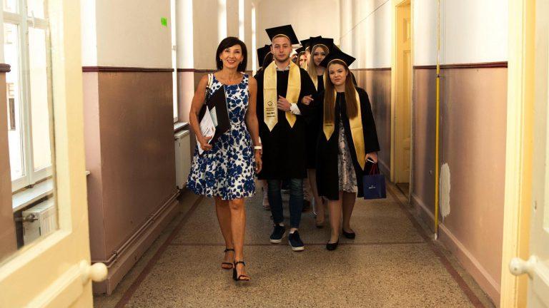 Carmen Iohannis, ce APARITIE! Cum s-a imbracat la iesirea in oras, cu elevii, sotia presedintelui