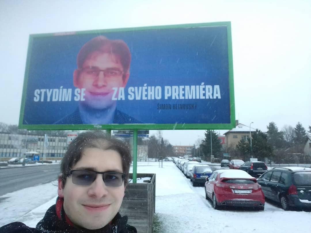 Cetățenii din Cehia protestând împotriva premierului