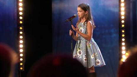 """Cine este Eva, fetița de 10 ani, din România, ajunsă în finala """"Suedezii au talent"""". VIDEO"""