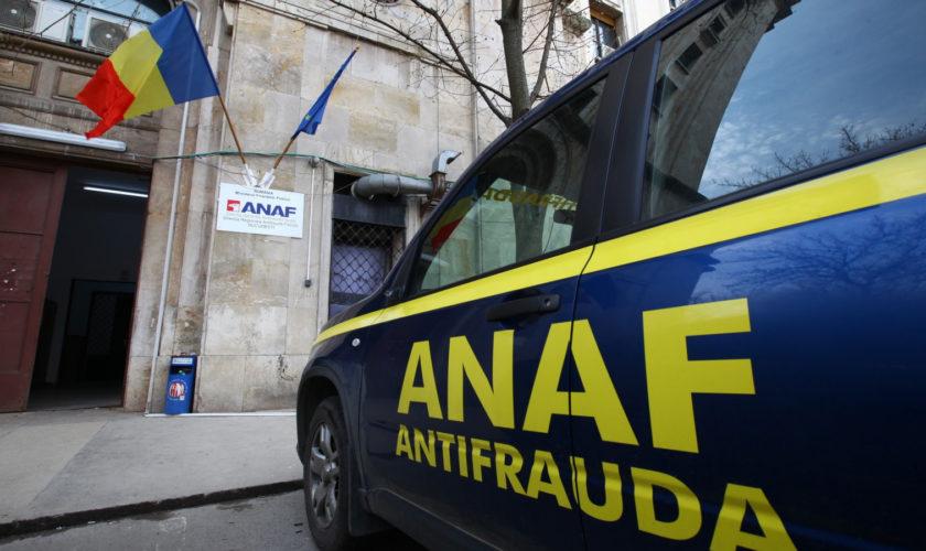 Maşină şi siglă ANAF