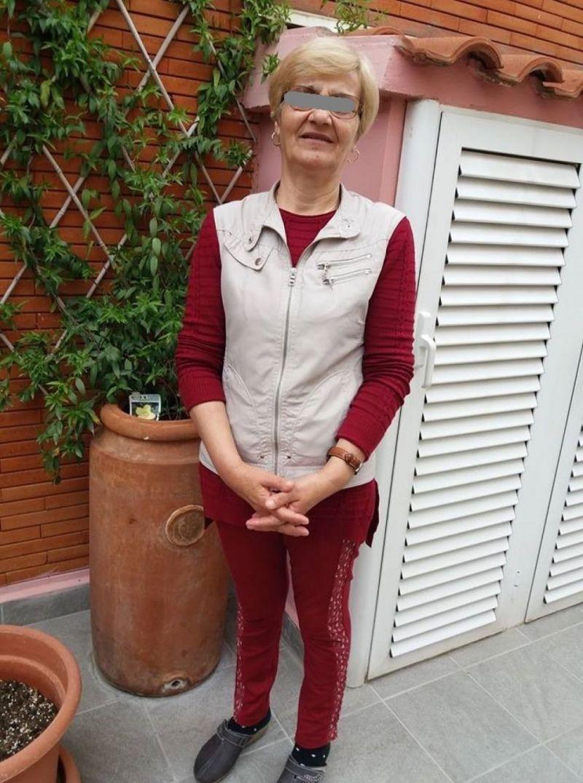 Soacra Elenei Udrea are grijă de o femeie, în Italia