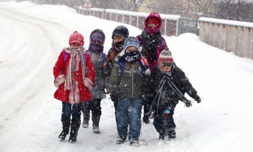 Școlile din România închise joi și vineri, din cauza ninsorii