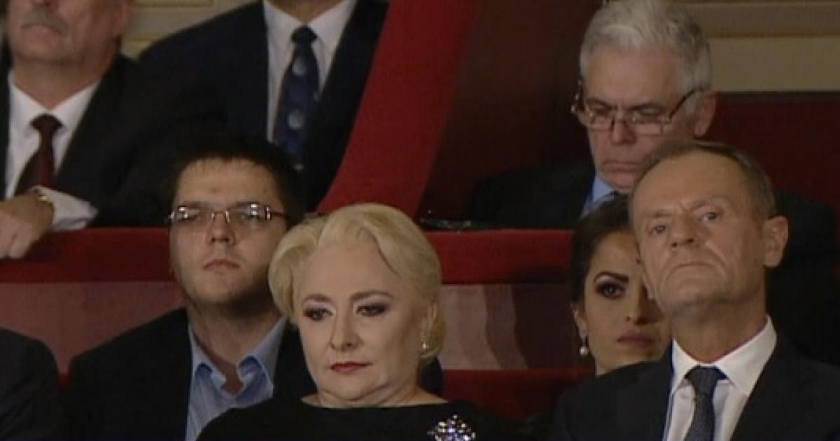 """Cine s-a ocupat de aranjamentul de la Ateneu, cu fiul lui Dăncilă și Adrian Severin în loja cu oaspeții străini. """"Totul are o semnificație!"""""""