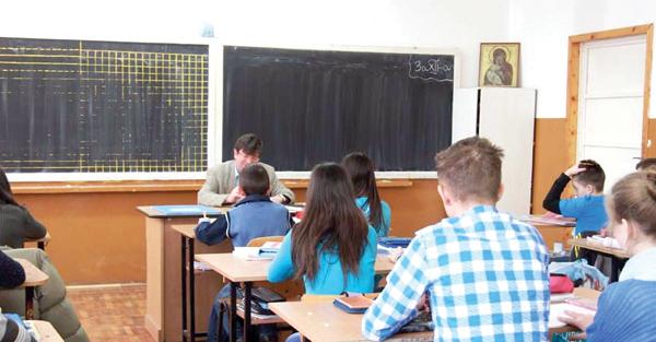 Elevii din învățământul preuniversitar beneficiază de burse