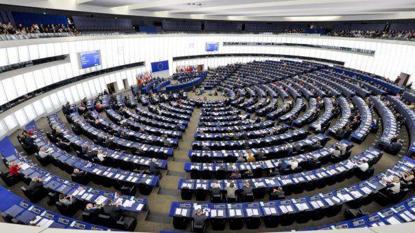 Ce salarii au europarlamentarii? Tot mai mulți oameni politici se înghesuie să-și depună candidatura