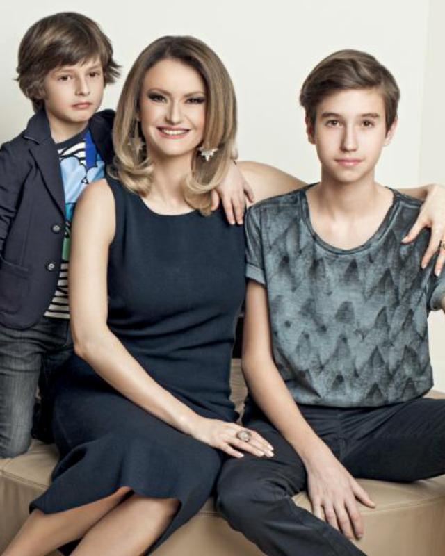 Dana Războiu alături de copii săi