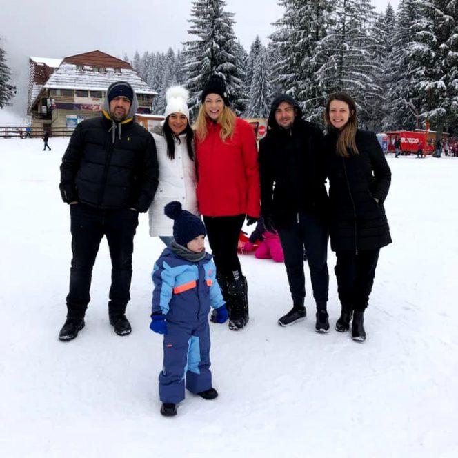 Valentina Pelinel alături de familie și prieteni