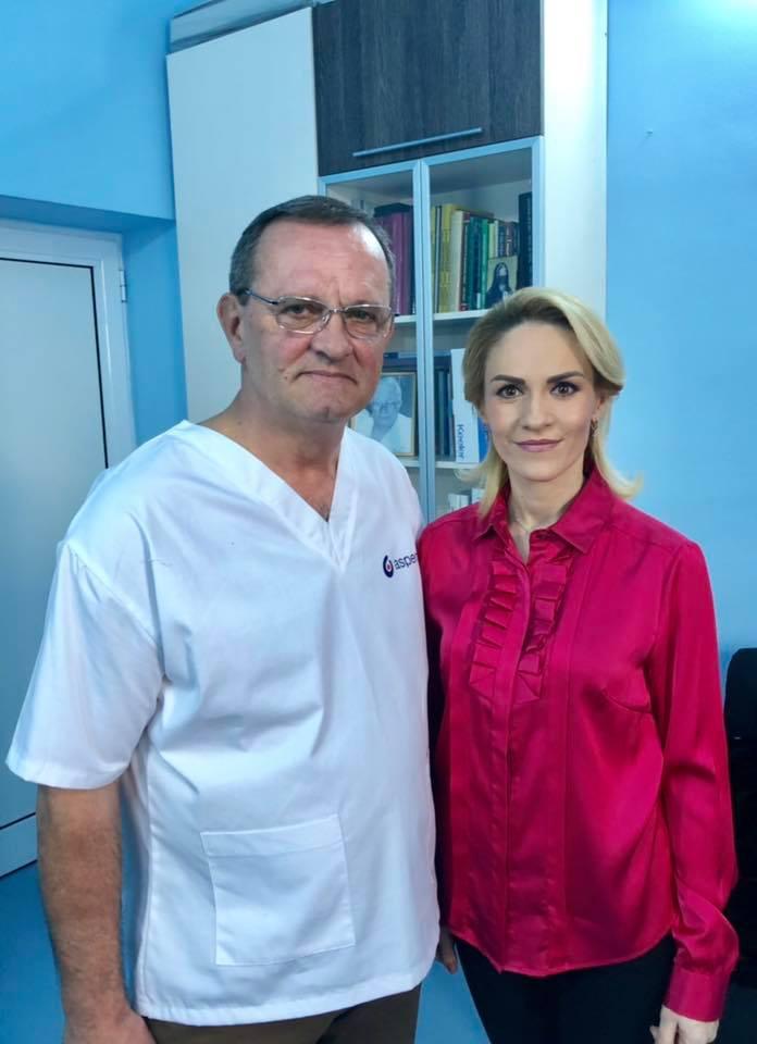 Gabriela Firea alături de doctorul care a tratat-o