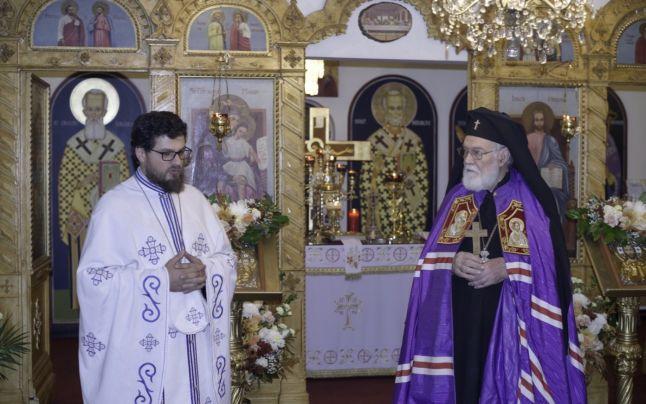 Iulian Ilie (stânga), alături de Arhiepiscopul Nathanaiel